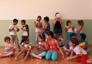 Nell'estate 2013 Piuculture ha organizzato con un finanziamento del CESV un centro estivo al quale hanno partecipato 12 alunni italiani e stranieri presso la Scuola Primaria Mazzini